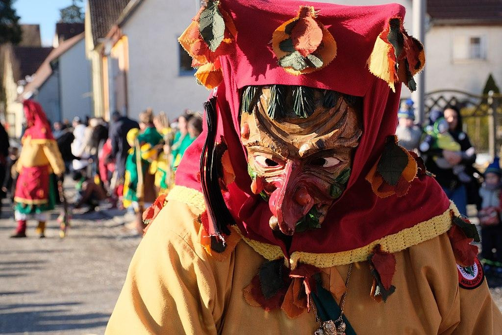 Máscara de madeira