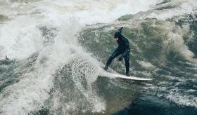 Surfe no rio do Englischer Garten